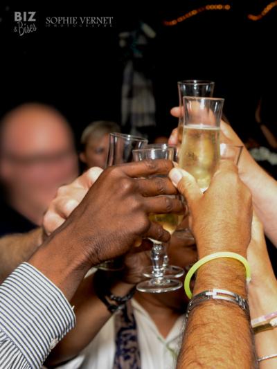 bizandbises-champagne-trinquer